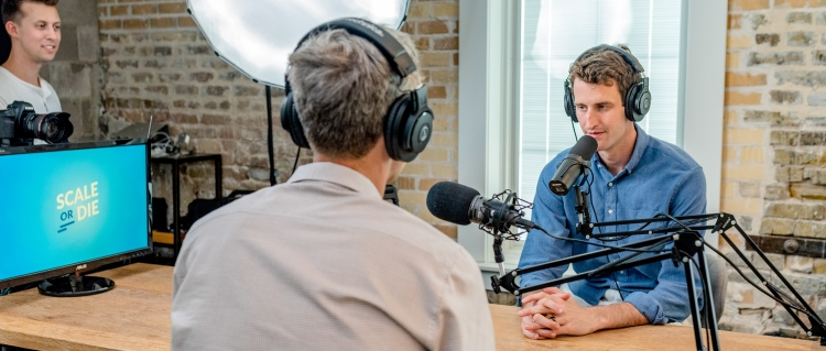 Podcasts bieten B2B-Marketers eine gute Möglichkeit, ihre Zielgruppe sehr persönlich anzusprechen.