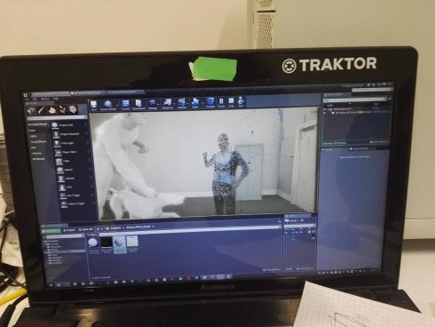 Ein Laptop mit einer VR-Präsentation