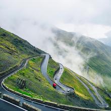 """Bloggen ist langwierig, wie Autofahren in den Bergen: """"Hohe Erwartungen innerhalb kurzer Zeit sowie niedrige Frustrationsgrenzen sind Gift für ein Blog"""""""