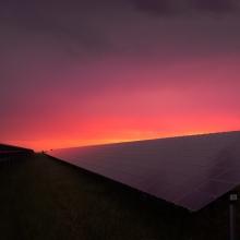 Solaranlagen bei Sonnenaufgang